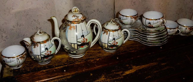 Needs a clean but this is a lovely tea set - not perfect, sadly.