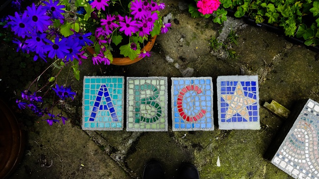 Learn to make a mosaic in Otley or give vouchers to join a mosiac-making course.