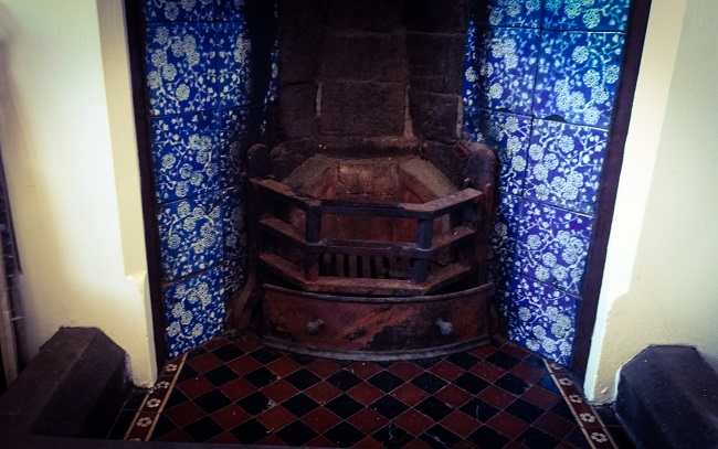 Look at these beautiful blue and white tiles, found in one of the third floor we were allocated for the fashion shoot.