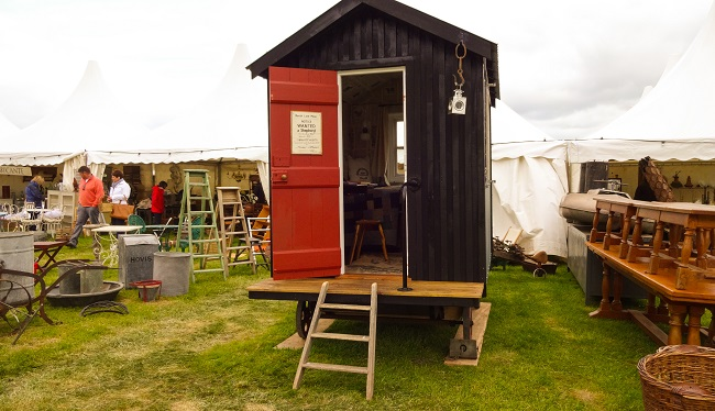 Looks familiar? Here's the Shepherd's Hut from Red House Interiors, as featured in a post by Sharon just before this one.