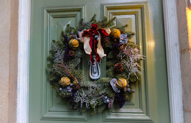 My lovely wreath is still on the front door as I made it myself and cannot bear to take it off yet. It's not that Christmassy, is it?
