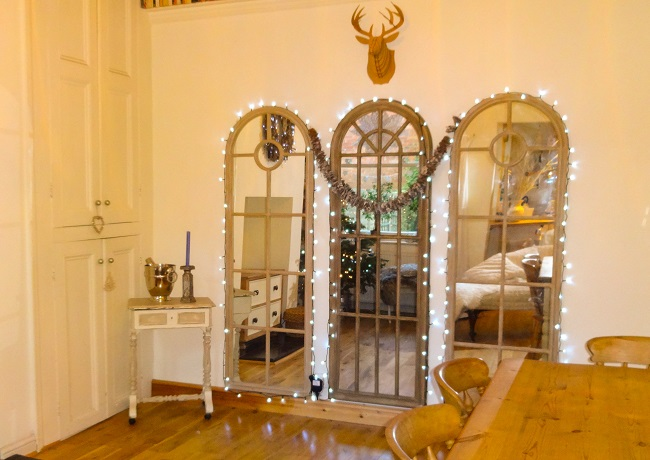 This year, I have invested in a new mirror (the central one) to make the dining room look bigger, and I have surrounded them with string lights, a look inspired by the Harewood House buildings nearest Leeds Road.